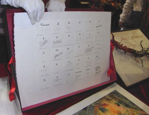 Le colophon qui regroupe les signatures de tous les intervenants.