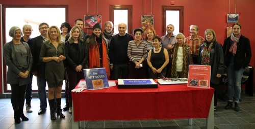 Une partie des artistes avec Mr le Maire : C. Scibetta, l'adjoint à la Culture : S Revello, des responsables de la Médiathèque